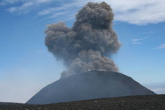 Montaje el Etna que entra en erupción Imágenes de archivo libres de regalías