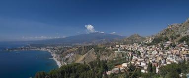 Montaje el Etna y Taormina Foto de archivo