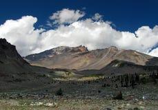 Montaje glacial Shasta de la garganta Imágenes de archivo libres de regalías