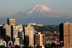 Montaje más lluvioso y Seattle Fotografía de archivo