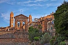 Montalcino, Сиена, Тоскана, Италия: взгляд старого городка Стоковое Изображение