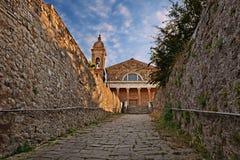 Montalcino Siena, Tuscany, Italien: den forntida domkyrkaduomoen Royaltyfri Bild