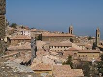 Montalcino Stadt lizenzfreie stockbilder