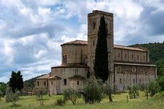 MONTALCINO, TUSCANY/ITALY - 20 DE MAYO: Sant Antimo Abbey en Montal Imagen de archivo libre de regalías