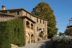 MONTALCINO - TUSCANY/ITALY : LE 31 OCTOBRE 2016 : Établissement vinicole typique dans Montalcino photos libres de droits