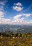 Montan@as austríacas con las nubes Imágenes de archivo libres de regalías