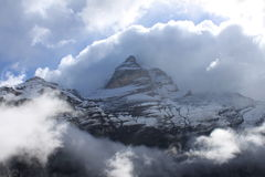 Montan@as nubladas Foto de archivo libre de regalías