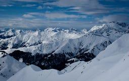 Montan@as suizas en invierno Imagen de archivo libre de regalías