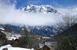 Montan@as y Nevache - viejos, pequeña aldea - Francia Imagen de archivo libre de regalías