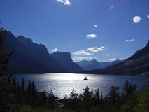 Montana lake. Montana mountains against a beautiful summer sky wiht sunlight lake and sihouetted trees Stock Photos