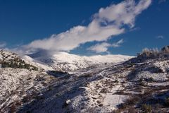 Den toppig bergskedjaNevada cubiertaen de nieve Royaltyfria Bilder
