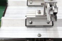 Montando a braçadeira do painel solar imagem de stock