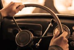 Montando um carro do vintage fotos de stock royalty free