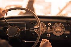 Montando um carro do vintage fotografia de stock royalty free
