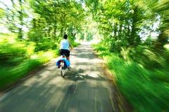 Montando uma bicicleta Fotografia de Stock