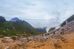 A montanha é coberta com a névoa Fotografia de Stock Royalty Free