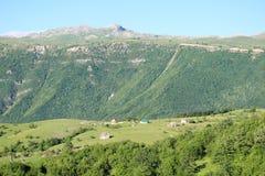 A montanha ajardina no terreno de Pluzine, Montenegro Fotos de Stock Royalty Free