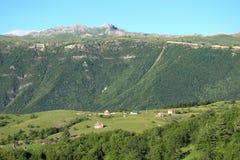 A montanha ajardina no terreno de Pluzine, Montenegro Fotografia de Stock