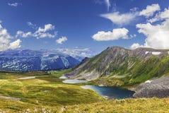 Montanha Altai das paisagens Lagos Ayrykskie, Rússia Imagens de Stock Royalty Free
