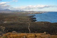 A montanha amarela na costa do oceano em Costa del Silencio, Tenerife Fotos de Stock Royalty Free
