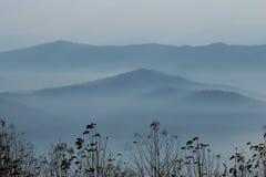 Montanha azul macia enevoada Imagem de Stock Royalty Free