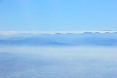 Montanha azul na névoa Fotografia de Stock Royalty Free