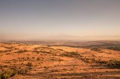 Montanha bíblica famosa de Ararat e de campos vastos imagens de stock
