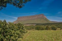 A montanha bonita Ben Bulbin na Irlanda fotografia de stock