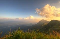 Montanha bonita do ponto de vista em Doi-Pha-Tang Chiang Rai, Tailândia do norte Fotos de Stock