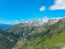Montanha bonita e céu azul em Suíça fotos de stock royalty free
