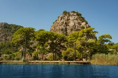 Montanha bonita e paisagem do rio em Turquia Fotos de Stock