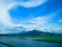 Montanha bonita em Cicalengka, Java ocidental, tenggara de Indonésia, Ásia foto de stock royalty free