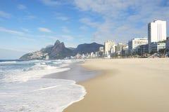 Montanha Brasil dos irmãos de Rio de janeiro Ipanema Beach Skyline dois Foto de Stock Royalty Free