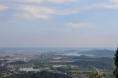 Montanha chinesa com árvores Fotos de Stock Royalty Free
