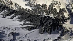 Montanha coberta no panorama da paisagem da neve foto de stock royalty free