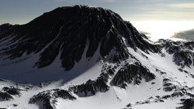 Montanha coberta no panorama da paisagem da neve fotos de stock royalty free