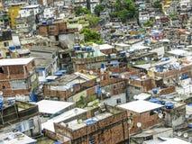 Montanha coberta por casas pobres - Favela - Rio de janeiro fotos de stock royalty free