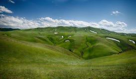 Montanha com grasslland Imagem de Stock Royalty Free