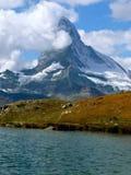 Montanha com mar Imagens de Stock