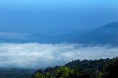 Montanha com paisagem da névoa Imagem de Stock Royalty Free