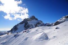 Montanha da neve do dragão do jade imagens de stock royalty free