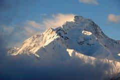 Montanha da neve no moring fotografia de stock