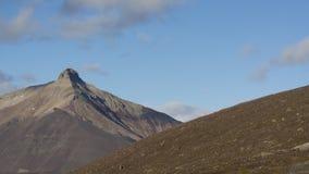 Montanha da pirâmide em Svalbard, Spitzbergen Fotos de Stock