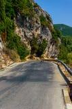 Montanha da rocha na estrada Imagens de Stock