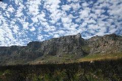 Montanha da tabela com céu nebuloso Fotografia de Stock Royalty Free