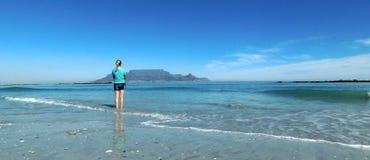 Montanha da tabela da praia azul da icebergue Imagem de Stock Royalty Free