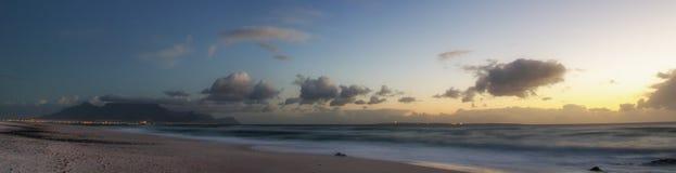 Montanha da tabela no nascer do sol fotografia de stock royalty free