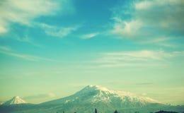 Montanha de Ararat sob o céu imagens de stock royalty free