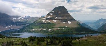 Montanha de Bearhat e lago escondido imagem de stock royalty free