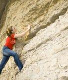 Montanha de escalada da menina Fotografia de Stock Royalty Free